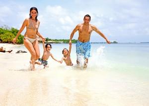photodune 454379 happy family on vacation m 300x214 photodune 454379 happy family on vacation m